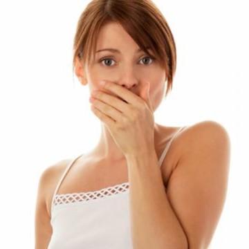 Jak pozbyć się nieprzyjemnego zapachu z ust?