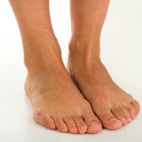 Jak pozbyć się opuchlizny nóg?