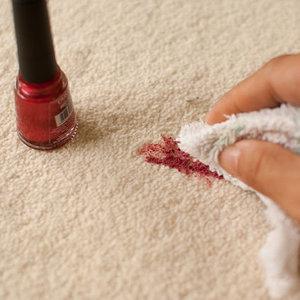 Jak usunąć plamy z dywanu i kanapy?