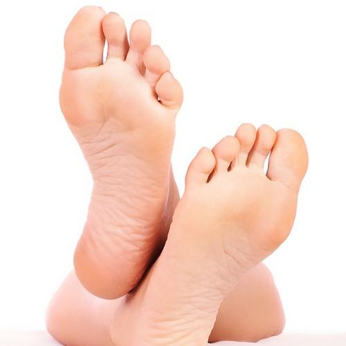 Jak pokonać problemy z potliwością stóp?