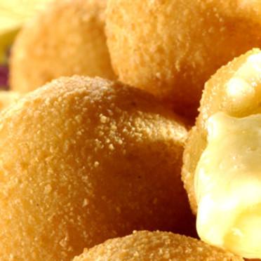 Przepis na bolinhas de queijo (kuleczki serowe)