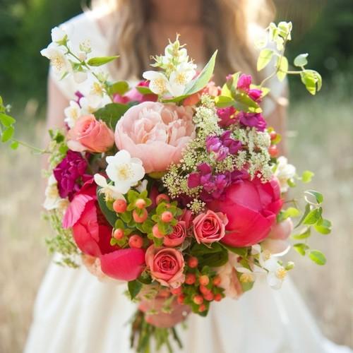 Co goście mogą przynieść zamiast kwiatów na wesele?