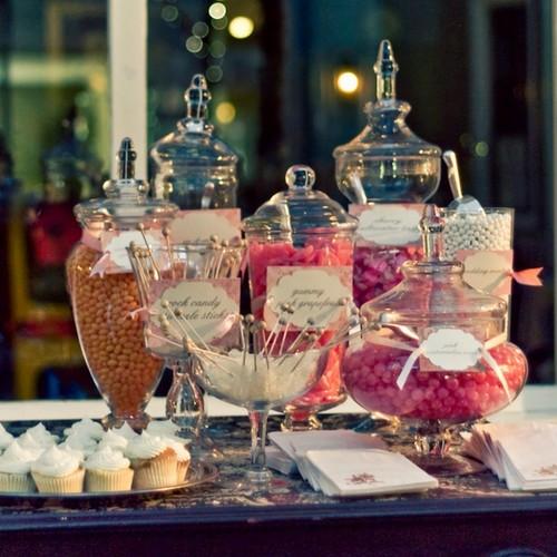 Jak wybrać słodkie dodatki na przyjęcie weselne?