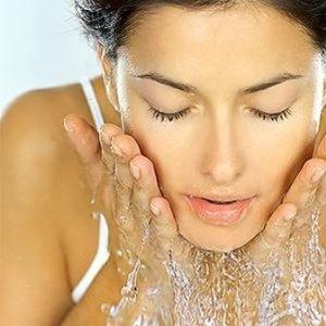 Myj twarz, ale nie za często
