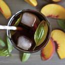 Przepis na mrożoną herbatę brzoskwiniową z bazylią