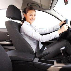Jak prawidłowo ustawić fotel w samochodzie?