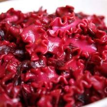 Jak zrobić makaron w kolorze czerwonym?
