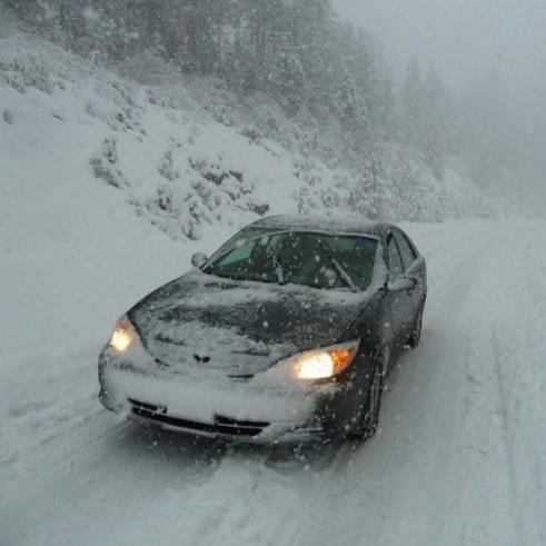 Jak bezpiecznie jeździć autem w zimie?