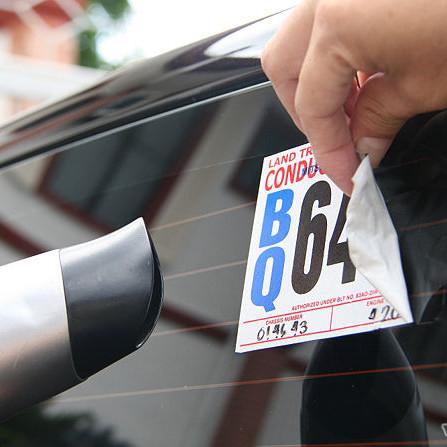 Jak usunąć naklejki z samochodu?