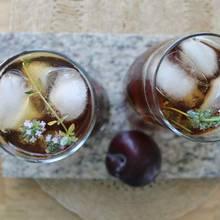Przepis na śliwkową herbatę z tymiankiem