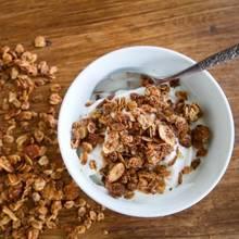 Przepis na granolę ze świeżym kokosem