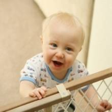 Jak urządzić mieszkanie bezpieczne dla małego dziecka?