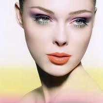 Jak wykonać kolorowy makijaż?