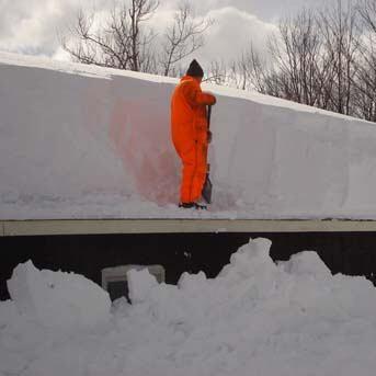Jak odśnieżyć dom z płaskim dachem?