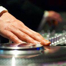 Jak wybrać dobrego DJ-a na ślub?