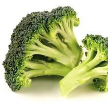 Przepis na prostą sałatkę z brokułami i sosem czosnkowym