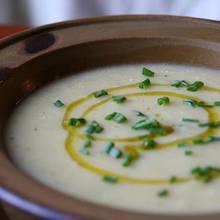 Przepis na zupę porową z serem i grzankami