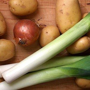 Jak zrobić zupę ziemniaczano-porową?
