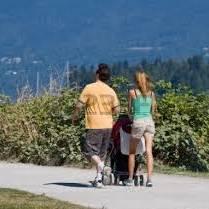 Jak wypełnić małemu dziecku czas na spacerze?