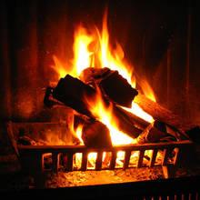 Jak rozpalić drewno w kominku?