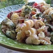Przepis na sałatkę makaronową z brokułami i szynką