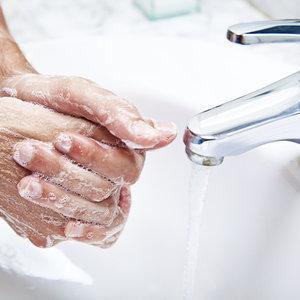 Pamiętaj o myciu rączek dziecka