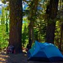 Co spakować, jadąc pod namiot?