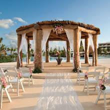 Jak od strony formalnej urządzić ślub w plenerze?
