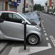 Jak bezpiecznie pokonywać autem krawężniki?