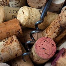 Jak otworzyć wino bez korkociągu?