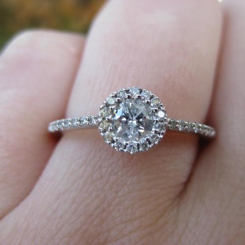 Jaki rozmiar pierścionka zaręczynowego wybrać?