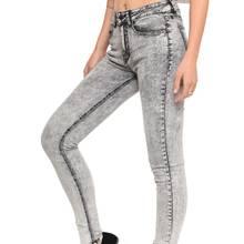 Jak własnoręcznie wykonać marmurkowe jeansy?