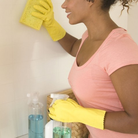 Jak skutecznie oczyścić ściany w domu?