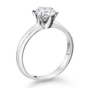 Wybór pierścionka zaręczynowego – wskazówki i rady
