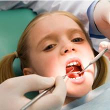 Pierwsza wizyta dziecka u dentysty – porady i wskazówki