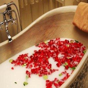 Różane mleko do kąpieli domowej roboty