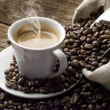 Jak usuwać plamy po kawie z ubrań?