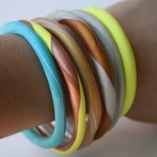 Jak wykonać kolorowe bransoletki z gliny?