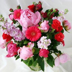 Co zrobić, by kwiaty cięte utrzymały się w wazonie na dłużej?