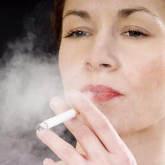 Jak zneutralizować zapach papierosów?