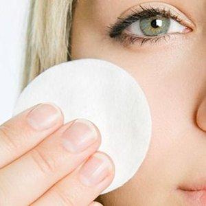 Jak wykonać demakijaż oczu i twarzy?