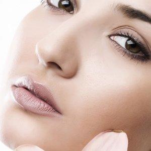 Sposoby na odpowiednie nawilżenie skóry