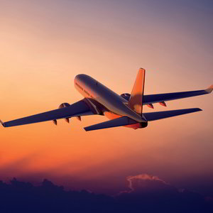 Jak przetrwać podróż samolotem?