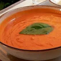 Jak zrobić zupę cebulową z pomidorami i czosnkiem?