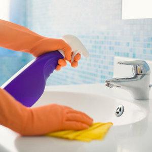 Jak w sposób ekologiczny posprzątać łazienkę?