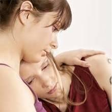 Jak pomóc przyjaciółce, gdy została zdradzona?