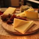 Jak podaje się sery?
