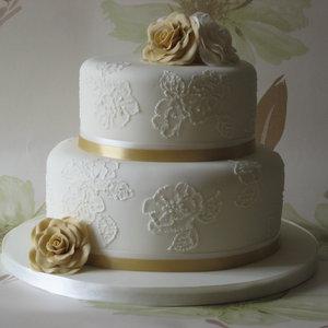 Jak wybrać dobry tort weselny?