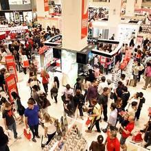 Jak zaoszczędzić, kupując na świątecznych wyprzedażach?