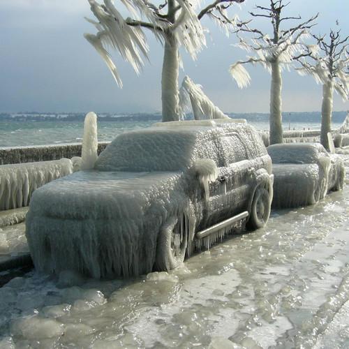 Jakie są metody usuwania lodu z szyb?